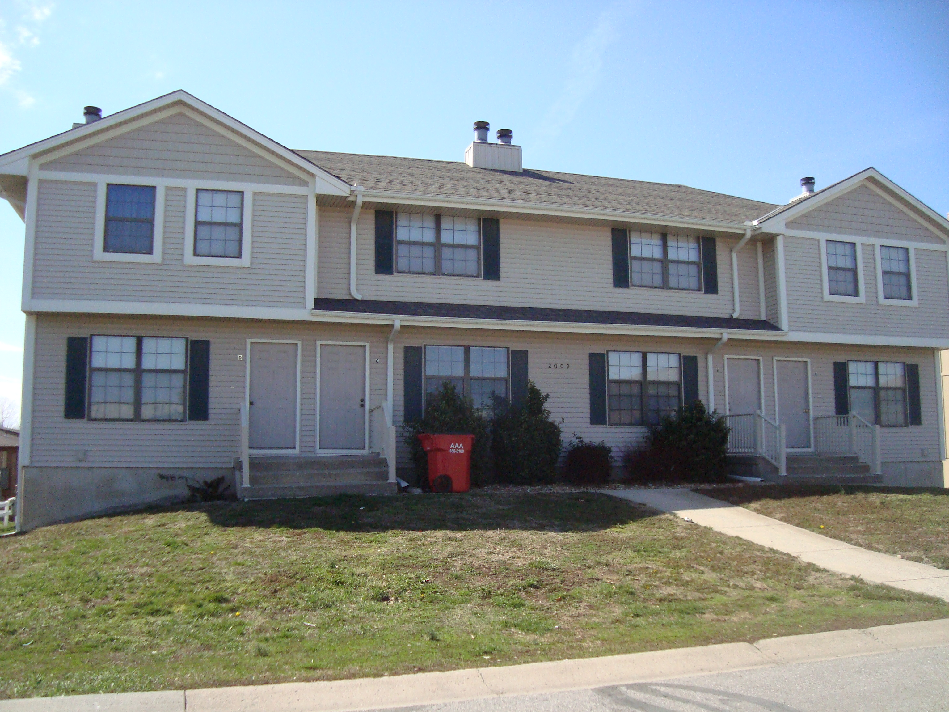 2009 8th 04 01 13Blue Springs 2 bedroom Townhouse. 2 Bedroom Townhouse. Home Design Ideas
